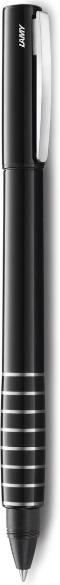 LAMY accent (398) Модель LAMY accent отличается особенным решением секции хвата: ее немного утолщенная и удобная форма действительно является интересным и функциональным дизайнерским акцентом. При производстве используются высококлассные материалы. Навинчивающийся колпачок имеет подпружиненный клип. Корпус покрыт семью слоями черного лака бриллиантовой полировки. Хват украшен серебристыми кольцами. Чернильный роллер пишет мягко и почти без нажима - подобно перьевой ручке, но прост в обращении, как шариковая, т.к. при письме чернила подаются на бумагу с помощью шарика на конце стержня. Используется со стержнями LAMY М63. Комплектация: подарочный футляр, гарантийная карточка, буклет. Дизайн: Phoenix Product Design История бренда LAMY насчитывает более 80-ти лет, а его философия заключается в слогане Дизайн. Сделано в Германии. Компания получила более 100 самых престижных дизайнерских наград. Все пишущие инструменты LAMY производятся на фабрике в Гейдельберге (Германия).