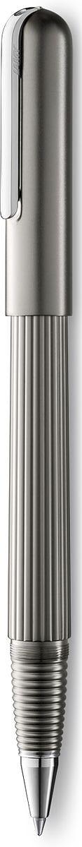 Lamy Imporium Ручка-роллер 393 M66 черная цвет корпуса титановый4031806Визитной карточкой модельного ряда LAMY imporium является бороздчатая структура корпуса и хвата. Цилиндрический гладкий колпачок с цельнометаллическим полированным клипом создает яркий контраст поверхностей. Комбинация интересных деталей и минимализма придает этой серии очень оригинальный внешний вид. От пишущего узла до клипа при производстве используются первоклассные материалы: золото, платина и титан. Металлические поверхности гальванизируются специальным PVD покрытием, увеличивающим износостойкость.Металлический корпус с матовым титановым покрытием. Завинчивающийся колпачок, гальванизированный платиной. Чернильный роллер пишет мягко и почти без нажима - подобно перьевой ручке, но прост в обращении, как шариковая, т.к. при письме чернила подаются на бумагу с помощью шарика на конце стержня. Используется со стержнями LAMY М66. Комплектация: подарочный футляр, гарантийная карточка, буклет, стержень LAMY М66 черного цвета, салфетка для полировки. Дизайн: Марио Беллини.История бренда LAMY насчитывает более 80-ти лет, а его философия заключается в слогане Дизайн. Сделано в Германии. Компания получила более 100 самых престижных дизайнерских наград. Все пишущие инструменты LAMY производятся на фабрике в Гейдельберге (Германия).