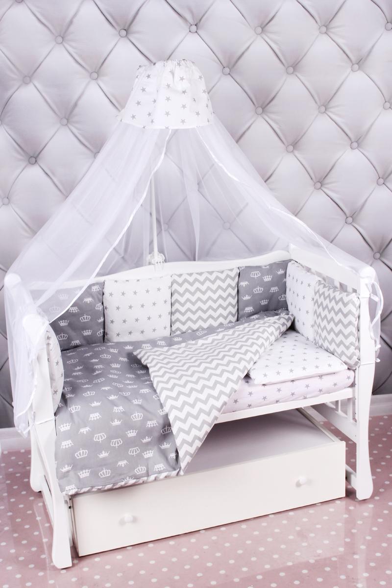 Amarobaby Комплект белья для новорожденных Royal Baby цвет серый 18 предметовROYAL BABY (серый)Комплекты детского постельного белья AmaroBaby выполнены из натурального и гипоаллергенного материала, мягкого и приятного на ощупь. Постельное белье не требует особого ухода, долго сохраняет первоначальный внешний вид. Швы выполнены особым образом, что помогает избежать дискомфорта малыша.Российское производство.100 % хлопок (бязь). Борта представлены в виде 12 подушек Простынь на резинке Подушки-бортики на завязках Отличное качествоКомплектация:1. простынь на резинке 120 х 60 см2. подушка 38 х 58 см3. наволочка 40 х 60 см4. одеяло 107 х 137 см5. пододеяльник на молнии 147 х 112 см6. бампер: подушки 30 х 30см - 12шт 7. балдахин 150 х 300 смткань: бязь (100% хлопок) наполнитель: файберпласт