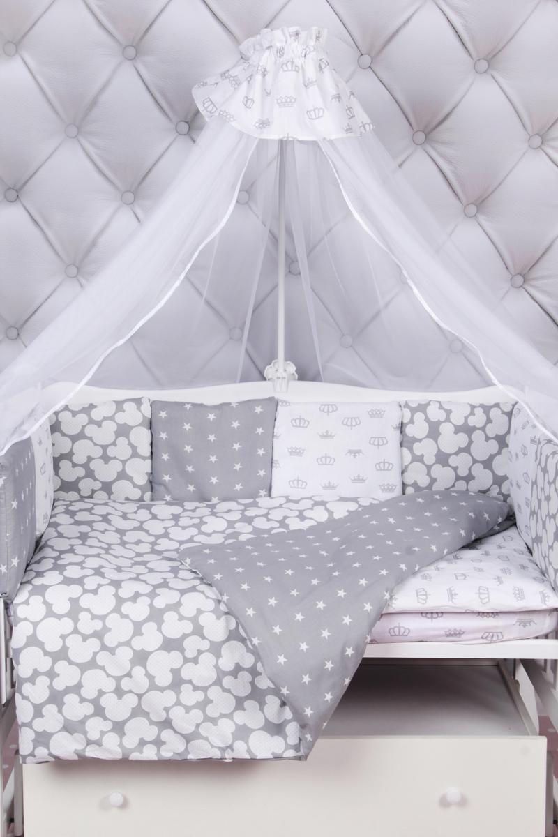 Amarobaby Комплект белья для новорожденных Silver цвет серый 18 предметовSILVER (серый)Комплекты детского постельного белья AmaroBaby выполнены из натурального и гипоаллергенного материала, мягкого и приятного на ощупь. Постельное белье не требует особого ухода, долго сохраняет первоначальный внешний вид. Швы выполнены особым образом, что помогает избежать дискомфорта малыша.100 % хлопок (бязь). Борта представлены в виде 12 подушек Простынь на резинке Подушки-бортики на завязках Отличное качествоКомплектация:1. простынь на резинке 120 х 60 см2. подушка 38 х 58 см3. наволочка 40 х 60 см4. одеяло 107 х 137 см5. пододеяльник на молнии 147 х 112 см6. бампер: подушки 30 х 30см - 12шт 7. балдахин 150 х 300 смткань: бязь (100% хлопок) наполнитель: файберпласт