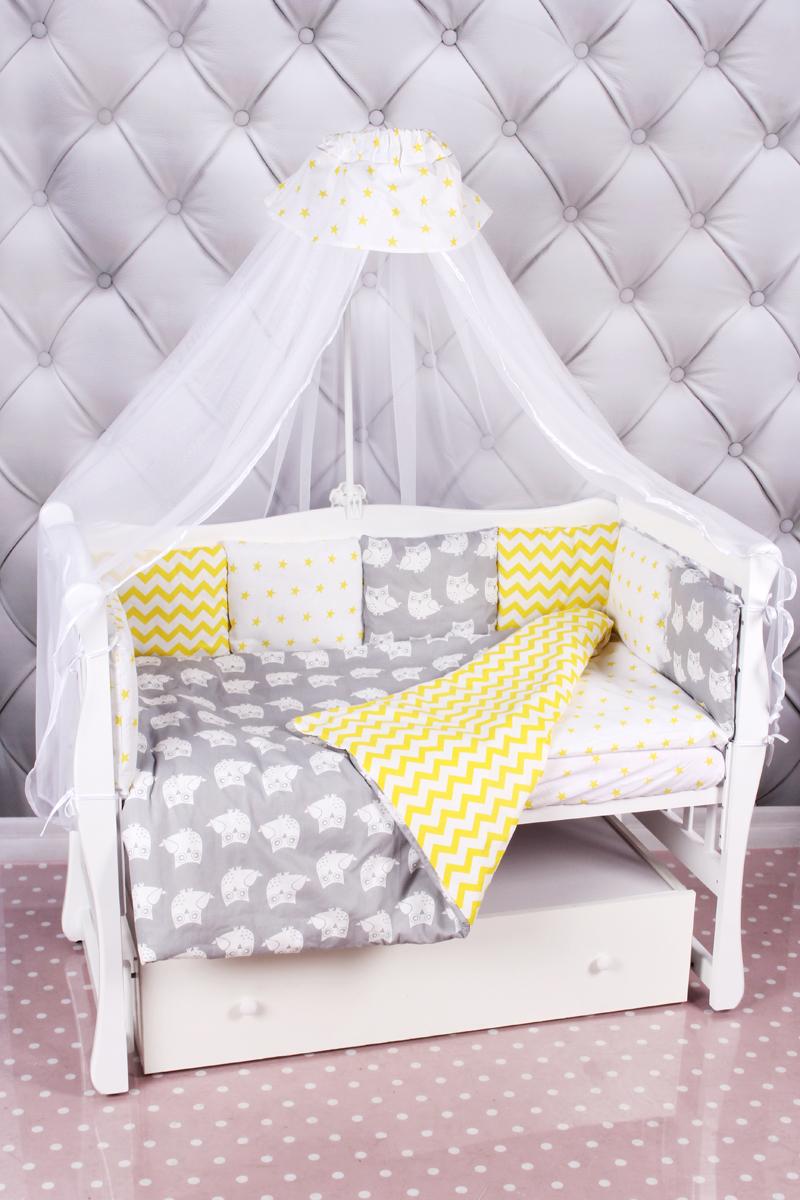 Amarobaby Комплект белья для новорожденных Совята цвет желтый серый 18 предметовСОВЯТА (желтый-серый)Комплекты детского постельного белья AmaroBaby выполнены из натурального и гипоаллергенного материала, мягкого и приятного на ощупь. Постельное белье не требует особого ухода, долго сохраняет первоначальный внешний вид. Швы выполнены особым образом, что помогает избежать дискомфорта малыша.100 % хлопок (бязь). Борта представлены в виде 12 подушек Простынь на резинке Подушки-бортики на завязках Отличное качествоКомплектация:1. простынь на резинке 120 х 60 см2. подушка 38 х 58 см3. наволочка 40 х 60 см4. одеяло 107 х 137 см5. пододеяльник на молнии 147 х 112 см6. бампер: подушки 30 х 30см - 12шт 7. балдахин 150 х 300 смткань: бязь (100% хлопок) наполнитель: файберпласт