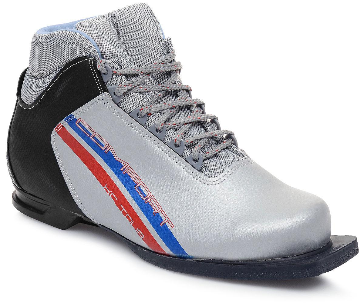 Ботинки лыжные Marax, цвет: серебристый, синий, черный. М350. Размер 43М350_серебряный, синий, красный_43Лыжные ботинки Marax предназначены для активного отдыха. Модельизготовлена из морозостойкой искусственной кожи и текстиля. Подкладка выполнена из искусственного меха и флиса, благодаря чему ваши ноги всегда будут в тепле. Шерстяная стелька комфортна при беге. Вставка на заднике обеспечивает дополнительную жесткость, позволяя дольше сохранять первоначальную форму ботинка и предотвращать натирание стопы. Ботинки снабжены шнуровкой с пластиковыми петлями и язычком-клапаном, который защищает от попадания снега и влаги. Подошва системы 75 мм из двухкомпонентной резины является надежной и весьма простой системой крепежа и позволяет безбоязненно использовать ботинокдо -25°С. В таких лыжных ботинках вам будет комфортно и уютно.
