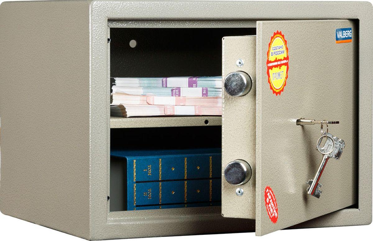 Сейф Valberg ASM.25S10399010140Популярный вариант сейфа, успешно выполняющего задачу охраны документов и умеренного количества денег от непрошеного внимания случайных посетителей вашего офиса. Также он годится для установки в квартире. Сейф обладает сертификатом качества, соответствующим ГОСТ Р 55148-2012. Сейф запирается надёжным ригельным механизмом из двух горизонтальных ригелей (выдвигающихся стержней из прочного металла), который приводится в действие качественным ключевым замком KABA MAUER немецкого производства. Корпус собирается из двухмиллиметровых стальных листов; дверь усилена за счёт лицевой панели толщиной 5 мм. Также в неё вмонтирована специальная пластина из особого твёрдого сплава, чьё назначение - не допускать высверливания замка и повреждения ригелей.Модель оснащена съёмной полочкой, которую можно передвинуть наиболее удобным образом.