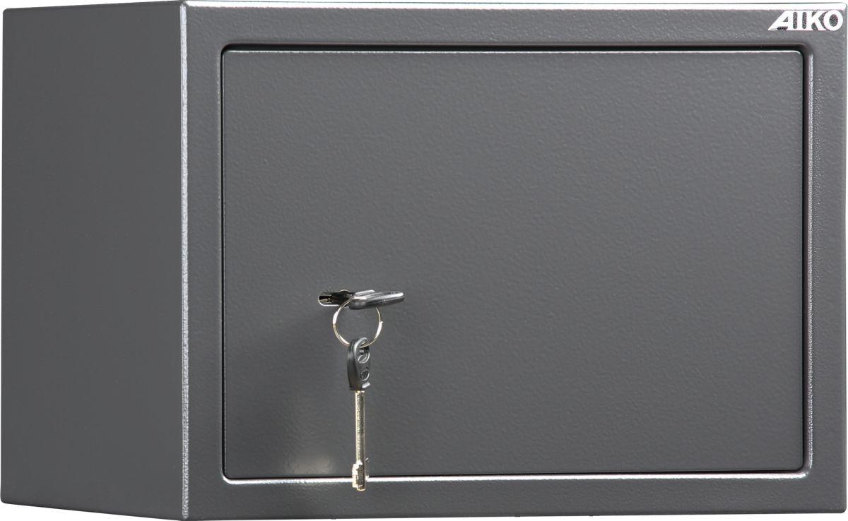 Сейф Aiko T-250 KLS10399212114Сейф Aiko T-250 KL - усиленный металлический ящик для защиты от несанкционированного доступа к особо ценным вещам, оружию, документам. Его прочная сварная конструкция из стали толщиной 1,2 мм с усиленной дверцей, толщина лицевой панели которой 2,8 мм, запирающейсятрехригельным ключевым замком Бордер (Россия) - прослужит вам очень долго.Поверхность сейфа покрыта износостойким порошковым покрытием. Так же, конструкционно предусмотрена возможность анкерного крепления сейфа к стене. Внутри оборудована полка. Сейфы линии Aiko целиком отвечают требованиям МВД РФ к хранению короткоствольного оружия и сертифицированы на устойчивость к взлому по стандарту ГОСТ Р 50862-2005.