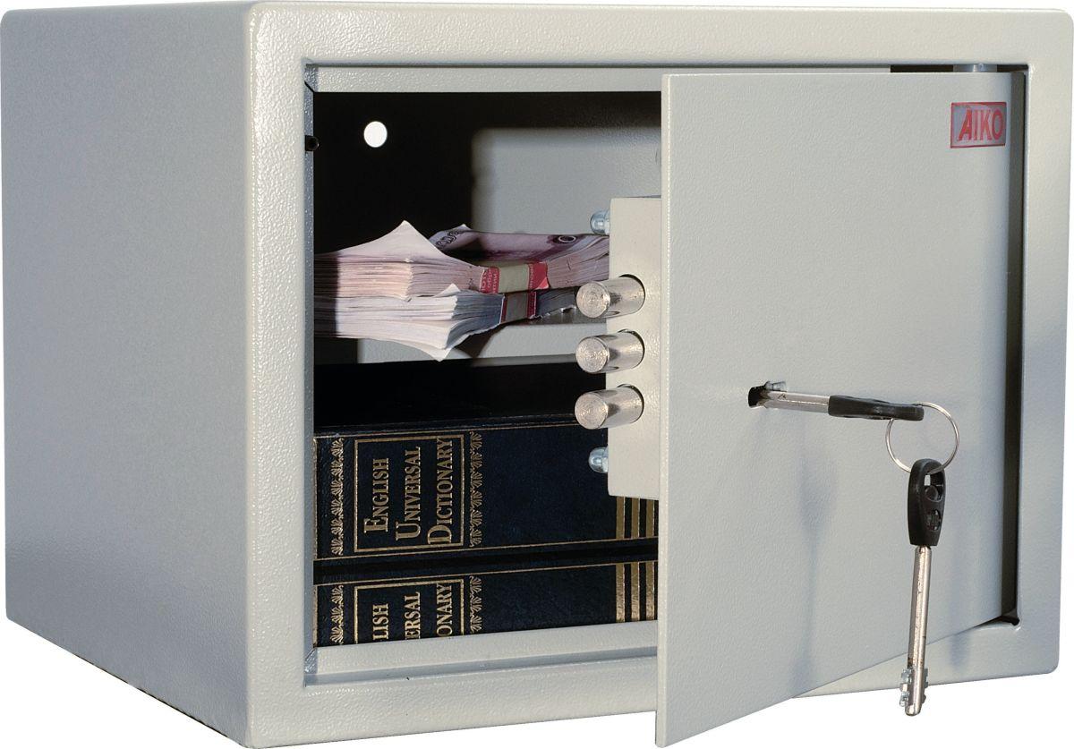 Сейф Aiko T-23S10399260114Это компактный лёгкий сейф, рассчитанный на хранение документации, печатей, некрупных сумм денег, травматического оружия и прочих вещей, доступ к которым требуется ограничить.Сейфы линии Aiko целиком отвечают требованиям МВД РФ к хранению короткоствольного оружия и сертифицированы на устойчивость к взлому по ГОСТу. Модель Aiko T-23 представляет собою прочное сварное изделие из стальных листов толщиной 1,5 мм; дверь усилена за счёт лицевой панели в 3 мм. Запирается трёхригельным ключевым замком Практик отечественного производства, к которому прилагается два ключа.