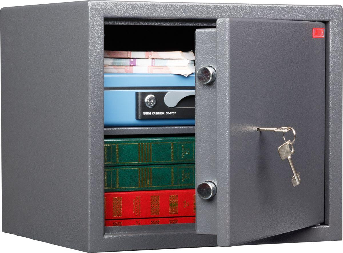 Сейф Aiko TSN.37S10399520014Сейф рассчитан на хранение денег и документов в офисе или дома. Приобретая этот сейф, вы обеспечите своим ценностям приемлемый уровень защиты. Однако его степень взломостойкости не даёт гарантии от профессионалов взлома, поэтому предпочтительно устанавливать сейф в помещениях, где предусмотрена охрана.Сейф изготовлен из прочной стали и снабжён качественным ключевым замком Border, защищённым от внешних воздействий твердосплавной пластиной; внутри сейфа располагается съёмная полка. Также данная модель подходит для хранения короткоствольного оружия. Качество сейфа обеспечивается сертификатом соответствия ГОСТ Р 55148-2012: класс S1 (ГОСТ Р).Изделие рассчитано на анкерный крепёж к полу и стене, для чего в его стенах и дне есть специальные отверстия (анкерный болт в комплект не входит).