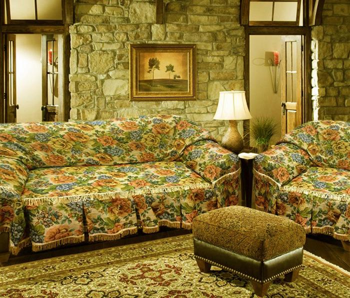 Набор чехлов для дивана и кресел МарТекс Флора, 3 предмета. 05-029205-0292Гобеленовые полотна для покрывал изготавливаются из качественного хлопка сдобавлением полиэстера. Ткань очень плотная, прочная, отлично сохраняет форму и в тоже время мягкая и приятная на ощупь. Пестрый рисунок достигается путем переплетениянитей разных цветов, а не путем окрашивания готового полотна. Состав гобелена для повышения износостойких качеств производители добавляют до 50%полиэстера. Достоинства: - экологичность. Преобладание натуральных волокон в составе гобеленового полотнапозволяет обеспечить покрывалу хорошую воздухопроницаемость, гигроскопичность идостойные гигиенические свойства.- простота ухода. Покрывало не требует частых стирок, не боится солнечного света, невыцветает и не линяет; - не требует подкладки и уплотнителя. Ткань сама по себе достаточно жесткая, хорошодержит форму и помогает сгладить неровности; - износостойкость. Долговечность обеспечивает особая техника плетения нитей, адобавление синтетических волокон помогает увеличить срок службы изделия. Покрывала из гобелена благодаря своей пестроте материал сам по себе не нуждается вчастой стирке. Состав: 50%хлопок, 50% полиэстер,Уход: стирка 30°С в деликатном режиме, глажка в режиме хлопка.