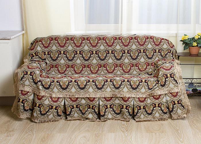 Набор чехлов для дивана и кресел МарТекс Персидские узоры, 3 предмета. 05-030205-0302Гобеленовые полотна для покрывал изготавливаются из качественного хлопка, с добавлением полиэстера. Ткань очень плотная, прочная, отлично сохраняет форму и в то же время мягкая и приятная на ощупь. Пестрый рисунок достигается путем переплетения нитей разных цветов, а не путем окрашивания готового полотна. Состав гобелена для повышения износостойких качеств производители добавляют до 50% полиэстера. Достоинства: - экологичность. Преобладание натуральных волокон в составе гобеленового полотна позволяет обеспечить покрывалу хорошую воздухопроницаемость, гигроскопичность и достойные гигиенические свойства.- простота ухода. Покрывало не требует частых стирок, не боится солнечного света, не выцветает и не линяет; - не требует подкладки и уплотнителя. Ткань сама по себе достаточно жесткая, хорошо держит форму и помогает сгладить неровности; - износостойкость. Долговечность обеспечивает особая техника плетения нитей, а добавление синтетических волокон помогает увеличить срок службы изделия. Покрывала из гобелена благодаря своей пестроте материал сам по себе не нуждается в частой стирке. Состав: 50%хлопок, 50% полиэстер,Уход: стирка 30градусов в деликатном режиме, глажка в режиме хлопка.
