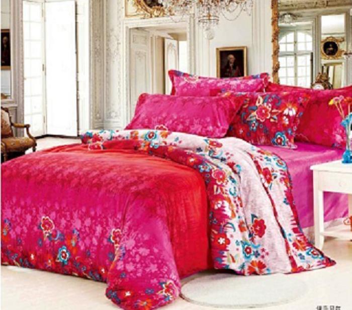 Покрывало МарТекс, 200 х 233 см. 05-0331-305-0331-3Стеганое покрывало из велюровой ткани, красивая стежка атласной ниткой, большой размер, может так же служить и легким одеялом. Высококачественная печать рисунка, европейские дизайны, низ покрывала подбит однотонным велюром. Наполнитель полиэфирное волокно. Состав 100% полиэстер. Уход стирка в деликатном режиме, при температуре 30гр.