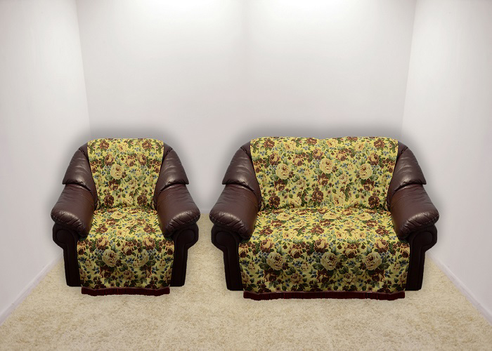 Набор чехлов для дивана и кресел МарТекс, 3 предмета. 05-041705-0417Гобеленовые полотна для покрывал изготавливаются из качественного хлопка, с добавлением полиэстера. Ткань очень плотная, прочная, отлично сохраняет форму и в то же время мягкая и приятная на ощупь. Пестрый рисунок достигается путем переплетения нитей разных цветов, а не путем окрашивания готового полотна.Состав гобелена для повышения износостойких качеств производители добавляют до 50% полиэстера. Достоинства:- экологичность. Преобладание натуральных волокон в составе гобеленового полотна позволяет обеспечить покрывалу хорошую воздухопроницаемость, гигроскопичность и достойные гигиенические свойства. - простота ухода. Покрывало не требует частых стирок, не боится солнечного света, не выцветает и не линяет;- не требует подкладки и уплотнителя. Ткань сама по себе достаточно жесткая, хорошо держит форму и помогает сгладить неровности;- износостойкость. Долговечность обеспечивает особая техника плетения нитей, а добавление синтетических волокон помогает увеличить срок службы изделия.Покрывала из гобелена благодаря своей пестроте материал сам по себе не нуждается в частой стирке.Состав: 50%хлопок, 50% полиэстер, Уход: стирка 30градусов в деликатном режиме, глажка в режиме хлопка.