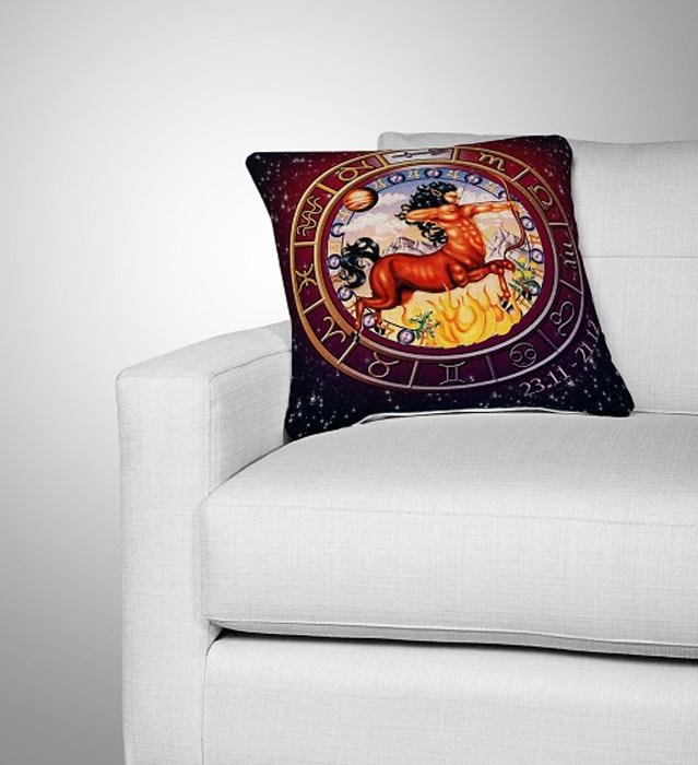 Подушка декоративная МарТекс Стрелец, цвет: коричнево-красный, 36 х 36 см16-0296-1Декоративная подушка, рисунок выполнен методом фотопечати. Наполнение полое силиконизированное волокно Hollow Fiber.