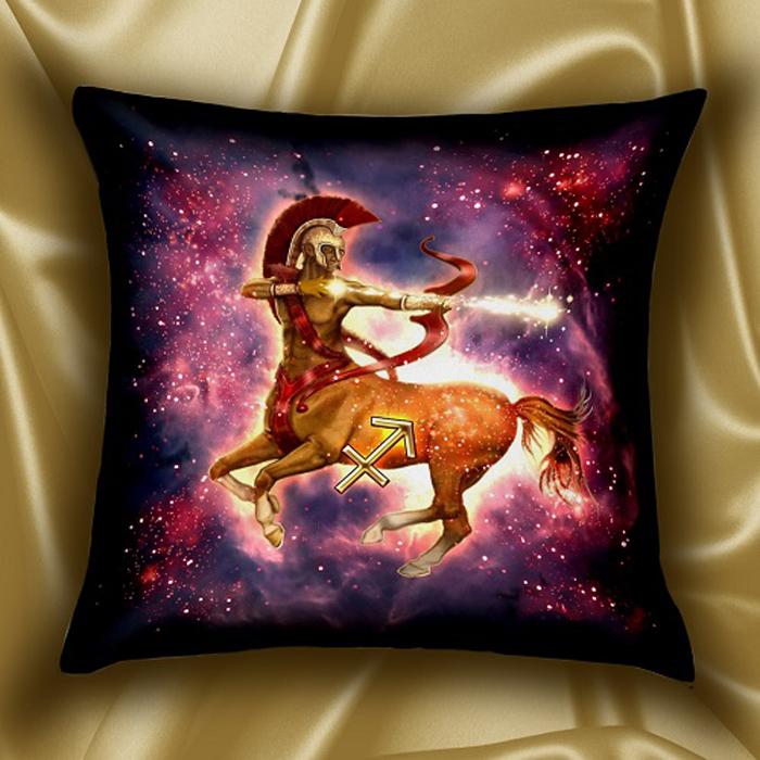 Подушка декоративная МарТекс Звездный круг. Стрелец, цвет: фуксия, 45 х 45 см16-1585-1Декоративная подушка, рисунок выполнен методом фотопечати. Наполнение: полое силиконизированное волокно Hollow Fiber.