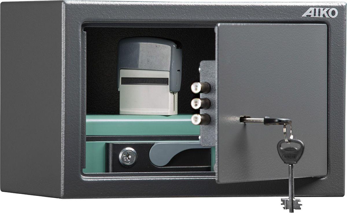 Сейф Aiko T-200 KLS10399211114Сейф Aiko T-200 KL - усиленный металлический сейф для защиты от несанкционированного доступа к особо ценным вещам, оружию, документам. Его прочная сварная конструкция из стали толщиной 1,2 мм с усиленной дверцей, толщина лицевой панели которой 2,8 мм, запирающейсятрехригельным ключевым замком Бордер (Россия) - прослужит вам очень долго.Поверхность сейфа покрыта износостойким порошковым покрытием. Так же, конструкционно предусмотрена возможность анкерного крепления сейфа к стене. Сейфы линии Aiko целиком отвечают требованиям МВД РФ к хранению короткоствольного оружия и сертифицированы на устойчивость к взлому по стандарту ГОСТ Р 50862-2005.