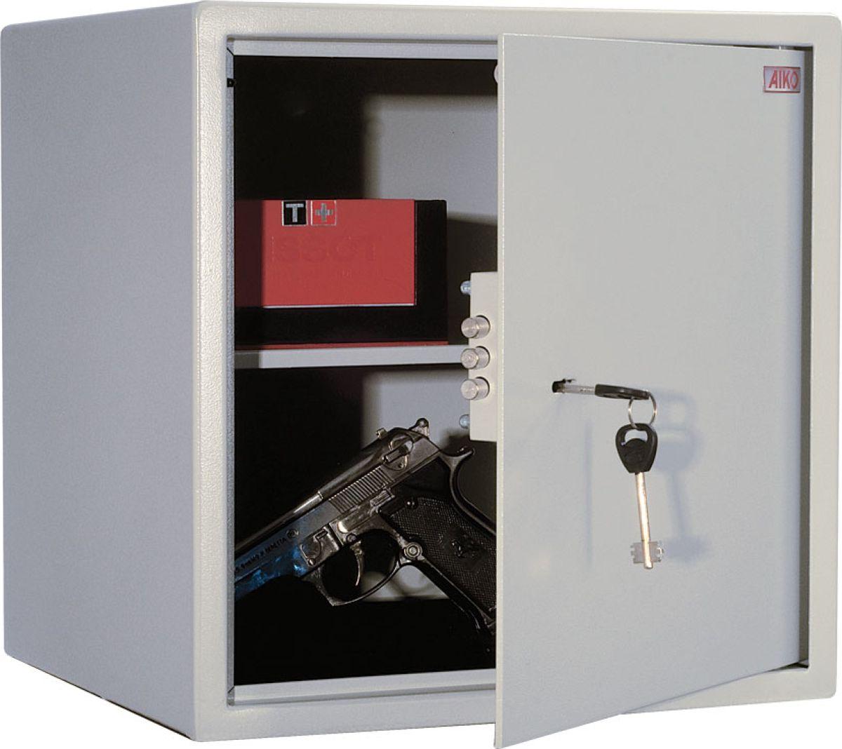 Сейф Aiko T-40S10399280114Это компактный лёгкий сейф, рассчитанный на хранение документации, печатей, некрупных сумм денег, травматического оружия и прочих вещей, доступ к которым требуется ограничить.Сейфы линии Aiko целиком отвечают требованиям МВД РФ к хранению короткоствольного оружия и сертифицированы на устойчивость к взлому по ГОСТу.Модель Aiko T-40 представляет собою прочное сварное изделие из стальных листов толщиной 1,5мм; дверь усилена за счёт лицевой панели в 3 мм. Запирается трёхригельным ключевым замком Практик отечественного производства, к которому прилагается два ключа.Внутри имеется съёмная полочка.