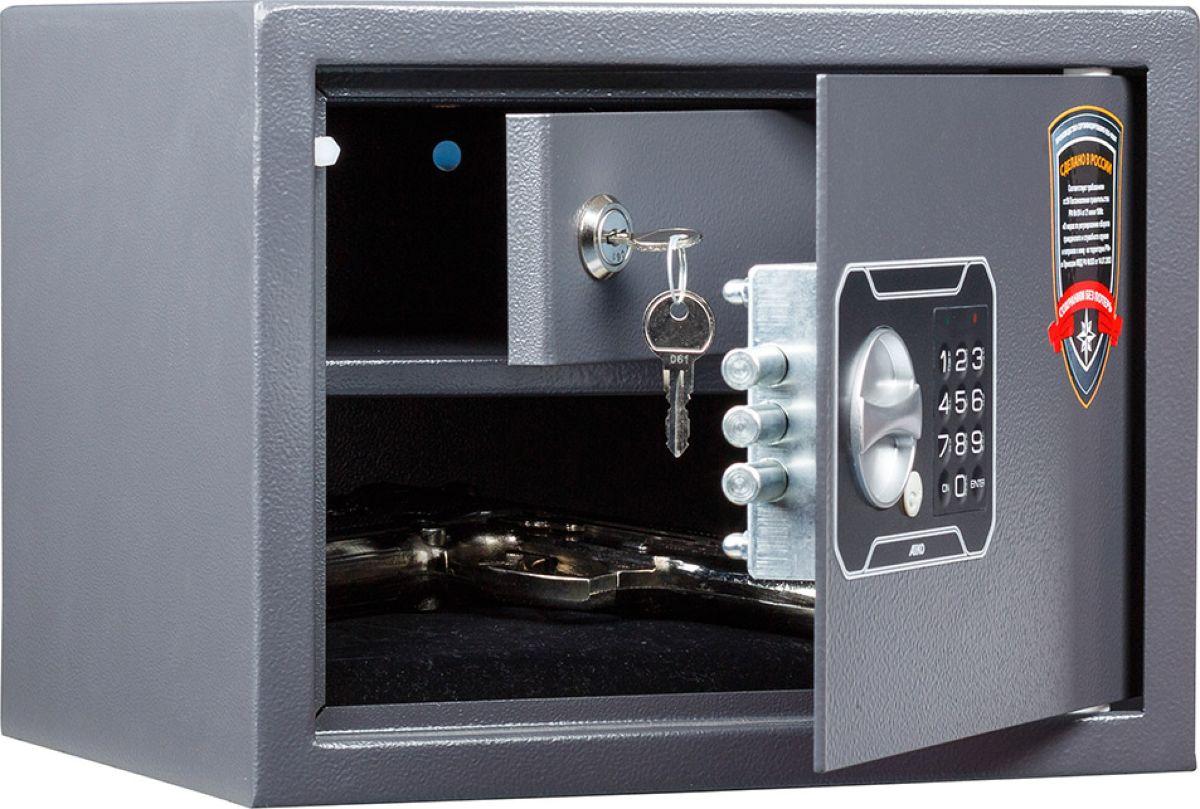 Сейф Aiko TT-23.ELS11299112414Сейф Aiko TT-23.EL - усиленный сейф для хранения оружия.Его прочная сварная конструкция из стали толщиной 1,2 мм с усиленной дверцей, толщина лицевой панели которой 2,8 мм, запирающейся кодовым электронным замком PLS-3 (Россия) с защитой от подбора кода и функцией аварийного открывания с помощью мастер-ключа - прослужит вам очень долго.Встроенная индикация сигнализирует о падении напряжения в рабочей системе. Доступ к батарейкам осуществляется с наружной стороны дверцы. Память замка не зависти от заряда батареи и рабочий код не сбрасывается.Поверхность сейфа покрыта износостойким порошковым покрытием. Так же, конструкционно предусмотрена возможность анкерного крепления сейфа к стене. Сейфы линии Aiko целиком отвечают требованиям МВД РФ к хранению короткоствольного оружия и сертифицированы на устойчивость к взлому по стандарту ГОСТ Р 50862-2005.