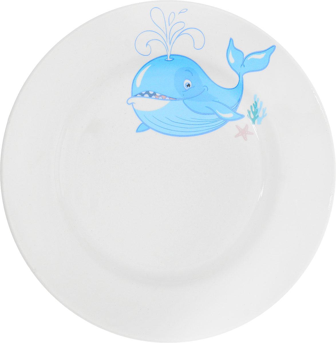 Кубаньфарфор Тарелка детская Море Кит1494980_китФаянсовая детская посуда с забавным рисунком понравится каждому малышу. Изделие из качественного материала станет правильным выбором для повседневной эксплуатации и поможет превратить каждый прием пищи в радостное приключение. Особенности: - простота мойки, - стойкость к запахам, - насыщенный цвет. Уважаемые клиенты! Обращаем ваше внимание на ассортимент рисунков на тарелке. Поставка осуществляется в зависимости от наличия на складе.
