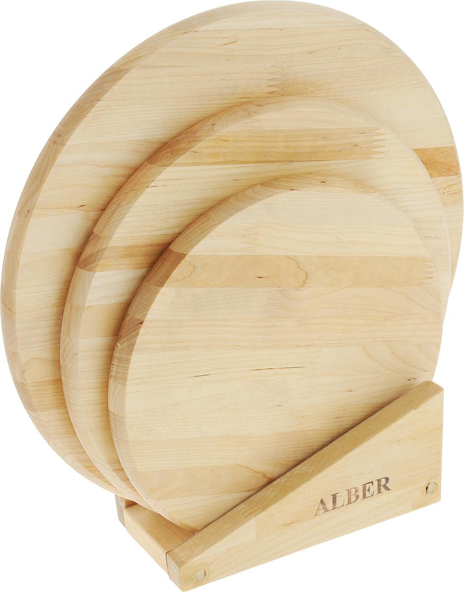 Набор досок разделочных Круг, на подставке, цвет: бежевый, 3 шт0080039Прочные, гладкие, с естественной березовой текстурой, доски обработаны льняным маслом для предохранения от рассыхания. Доски снабжены практичной и элегантной подставкой.Не рекомендуется мыть деревянную доску в посудомоечной машине, а также оставлять надолго погруженной в воду. После каждого использования нужно промыть доску мыльной водой, тщательно сполоснуть проточной водой и вытереть насухо. Диаметр досок: 35, 30, 25 см.Размер подставки: 20 х 9,5 х 8 см.