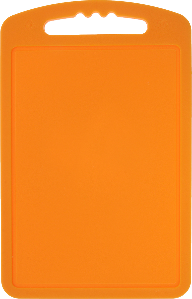 Доска разделочная Мартика, цвет: оранжевый, 15 x 24 смС51КРазделочная доска Мартика может применяться для различных видов продуктов. Доска имеет привлекательный современный дизайн и снабжена желобком для стока жидкости для удобства применения. Доска не впитывает запахи, устойчива к воздействию ножом, благодаря чему изделие более долговечно. На кухне рекомендовано иметь несколько досок для различных видов продуктов: мяса, рыбы, хлеба и овощей.