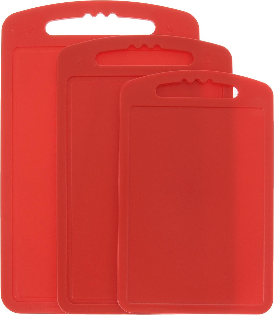 Доска разделочная Мартика, набор, 3 шт. С55С55Набор разделочных досок Мартика станет незаменимым атрибутом приготовления пищи. Доски изготовлены из высокопрочного пластика и идеально подходят для нарезки любых продуктов. Доска имеет привлекательный современный дизайн и снабжена желобком для стока жидкости.Доска не впитывает запахи, устойчива к воздействию ножом, благодаря чему изделие более долговечно. Современный стильный дизайн и функциональность позволят набору занять достойное место на вашей кухне. Размер малой доски: 15 х 24 см. Размер средней доски: 18 х 28 см. Размер большой доски: 20 х 32 см.