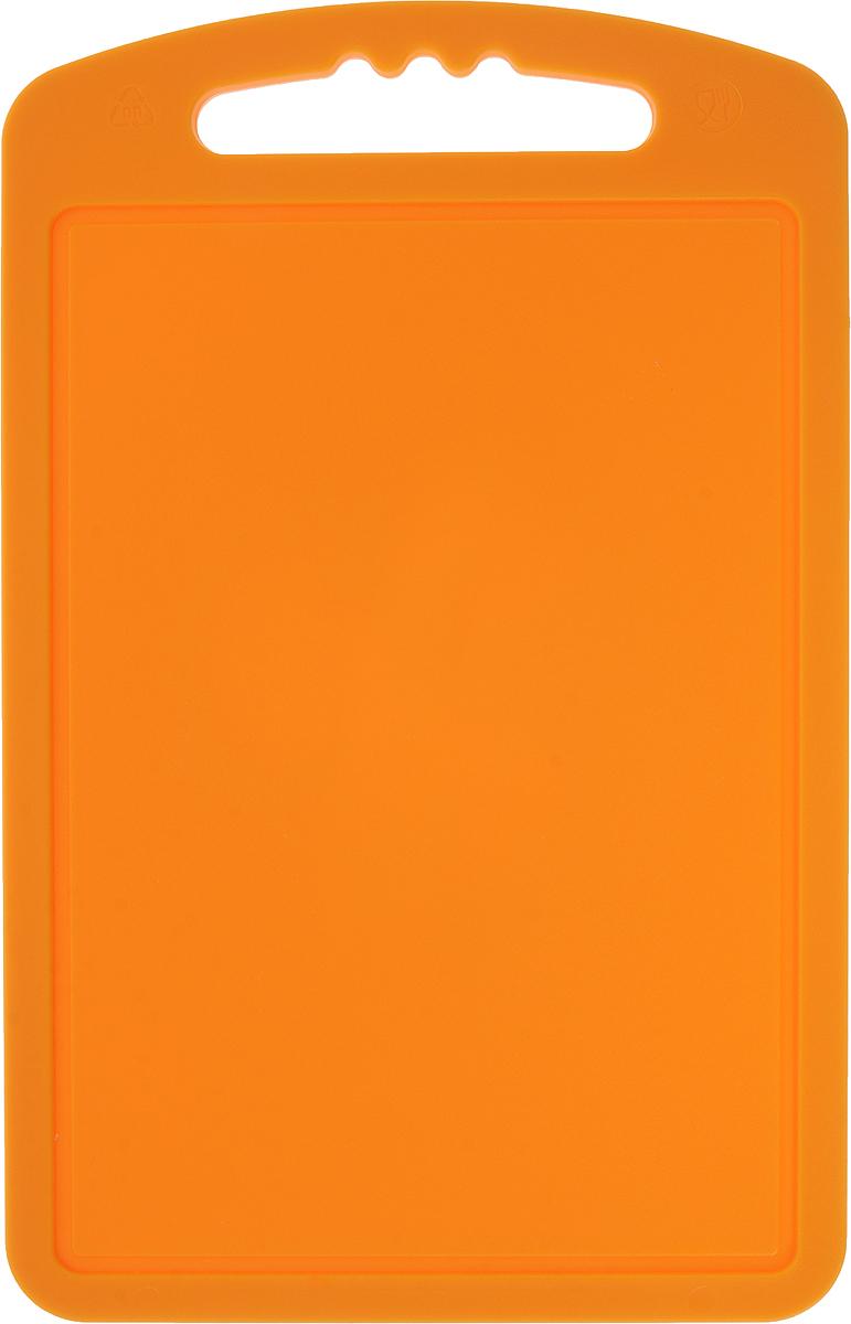 Доска разделочная Мартика, цвет: оранжевый, 18 х 28 смС52КРазделочная доска Мартика может применяться для различных видов продуктов. Доска имеет привлекательный современный дизайн и снабжена желобком для стока жидкости для удобства применения. Доска не впитывает запахи, устойчива к воздействию ножом, благодаря чему изделие более долговечно. На кухне рекомендовано иметь несколько досок для различных видов продуктов: мяса, рыбы, хлеба и овощей.