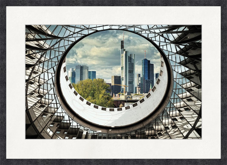 Картина Postermarket Франкфурт, 50 x 70 смED-07Франкфурт-на-Майне — один из центров деловой и культурной жизни Европы. От прочих подобных городов его отличает контраст традиций и современных тенденций, торговли и культуры, активной деловой жизни и удивительного спокойствия. Стильное украшение современного интерьера.