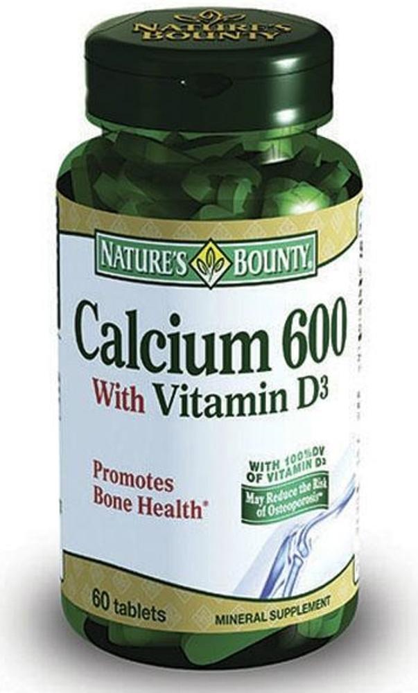 Нэйчес Баунти Кальций 600 с витамином Д таблетки №60215648Кальций 600 с витамином D - это источник натурального кальция в оптимальной дозировке для сохранения здоровья костей и зубов. Сфера применения: РевматологияКальцийСостав: Кальций (в виде карбоната) 600 мгВитамин D 400 ME Кальций - важнейший минерал, входящий в состав костной ткани и зубов. При дефиците кальция высок риск развития остеопороза, т.е. снижения массы, плотности и прочности костей. Это повышает риск переломов, в особенности позвоночника и шейки бедра, и затрудняет процесс восстановления после перелома. Большая часть зубной эмали состоит из кальция, поэтому постоянное достаточное содержание его в организме позволяет сохранить зубы крепкими и здоровыми. Витамин D в составе продукта способствует максимальному усвоению кальция.