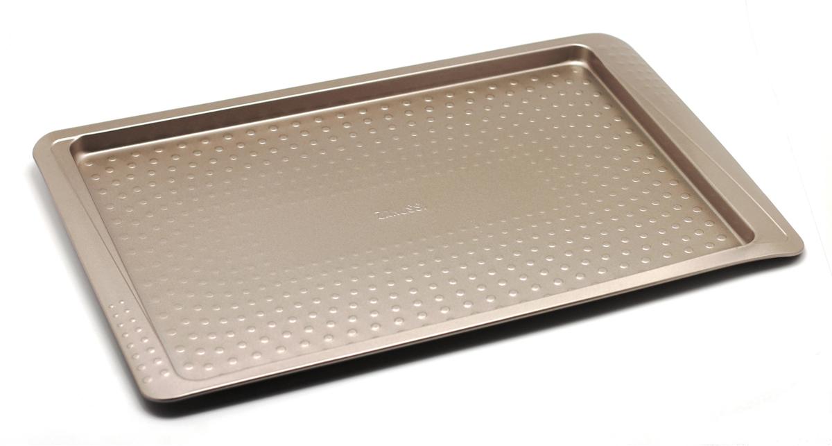 Противень Zanussi Turin, цвет: бронзовый, 46 х 30 х 1,5 см. ZAC38112CFZAC38112CFКоллекция форм серии Turin является хорошим приобретением любой хозяйки. Изделие выполнено из толстой углеродистой стали. Форма имеет антипригарное покрытие и утолщенные стенки, которые гарантируют равномерное пропекание изделия. Можно использовать в духовке до 230 градусов.Главное преимущество стальных форм - это абсолютная химическаянейтральность и экологичность.