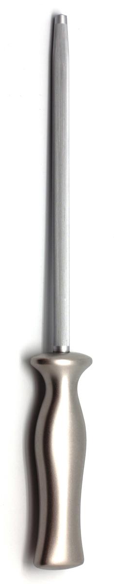 Мусат Ivo, длина лезвия 20 см. 30218.2030218.20Для КомпанииIvo характерно использование последних технологических разработок. Тщательно отобранное сырье и прекрасный дизайн ножей от Ivo отвечает интересам самых требовательных покупателей, а также профессиональных поваров. Чтобы соответствовать этому стандарту, для изготовления ножей была выбрана сталь высочайшего качества.Отличительная особенность ножей фирмы - это безукоризненно острое лезвие, не нуждающееся в заточке. Уход за ножами очень прост! Для поддержания ножей в рабочем состоянии достаточно 1 раз в месяц обработать край лезвия мусатом (специальным точилом). Для чистки ножей подойдут неабразивные моющие средства.Мы представляем новую серию ножей компании Ivo - Линия 30000 - Настоящие Виртуозы на Вашей кухне(Virtu). Инновационный дизайн - основа этих идеально сконструированных ножей! Новые стильные ножи Ivo, с формой придуманной дизайнером Jesper Stahl, соединяют в себе выдающуюся практичность и современный изгиб. Острые как бритва клинки выкованы методом горячего падения из единых слитков хирургической стали и имеют лезвие, заточенное в форме конуса, которое равномерно стачивается, тем самым, защищая режущую кромку ножа от разрушения и сохраняя его острым. Уникально созданные рукоятки из нержавеющей стали идеально сбалансированы, с матовой поверхностью позволяющей удобно держать нож, так как он не скользит в руке. Все это делает ножи Virtu долгожданным дополнением к любой кухне. Длина образивной части: 20 см.Длина ножа: 32,5 см.Материал: нержавеющая сталь.Страна: Португалия.