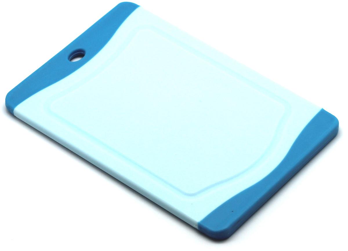 Доска разделочная Atlantis Microban 20x14см, цвет: голубой F-B-BF-B-BКухонная доска от Atlantis прямоугольной формы с контрастными синими вставками, выполненная из пластика, обладает целым рядом преимуществ, а именно: удобная ручка не скользит по поверхности стола можно использовать обе стороны доски непористая поверхность можно мыть в посудомоечной машине не впитывает запах продуктов ножи не затупляются при использовании. Доска обработана специальным покрытием Microban. Покрытие Microban - самое надежное в мире средство для защиты от бактерий, грибков, плесени и запахов. Действует постоянно, даже после мытья, обеспечивая большую защиту доски. Антибактериальная защитаработает на протяжении всего срока службы разделочной доски. Характеристики: Материал: пластик. Размер: 20 см х 14 см х 0,7 см. Производитель:Китай. Артикул: F-В-B.