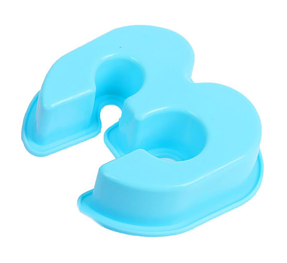 Форма для выпечки Доляна Три,цвет: голубой, 9 х 8 х 2,5 см1687463_голубойСиликоновая форма для выпечки Доляна - современное решение для практичных и радушных хозяек. Оригинальный предмет позволяет готовить в духовке любимые блюда из мяса, рыбы, птицы и овощей, а также вкуснейшую выпечку.Блюдо сохраняет нужную форму и легко отделяется от стенок после приготовления; высокая термостойкость (от -40 до 230 С) позволяет применять форму в духовых шкафах и морозильных камерах; небольшая масса делает эксплуатацию предмета простой даже для хрупкой женщины; силикон пригоден для посудомоечных машин; высокопрочный материал делает форму долговечным инструментом;при хранении предмет занимает мало места.
