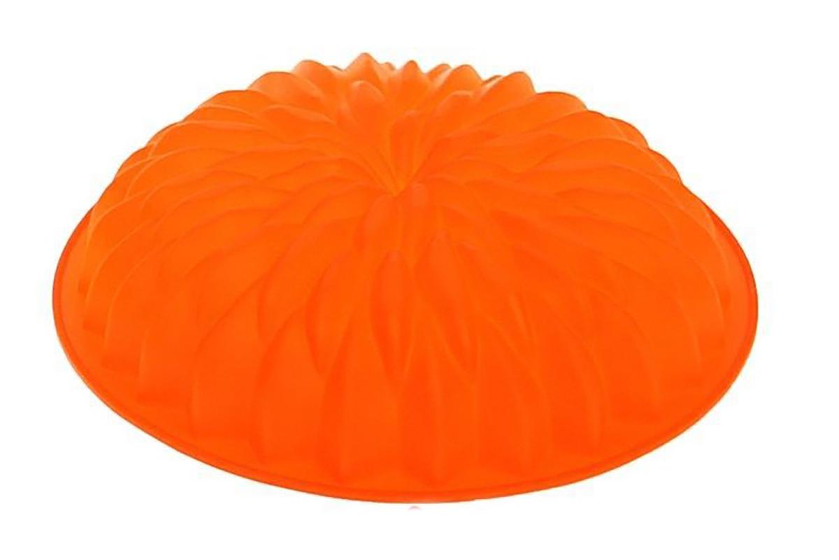 Форма для выпечки Доляна Астра, цвет: оранжевый, 26,5 х 5,5 см1687476_оранжевыйФорма для выпечки из силикона — современное решение для практичных и радушных хозяек. Блюдо сохраняет нужную форму и легко отделяется от стенок после приготовления. Форма обладает высокой термостойкостью (от –40 до 230 градусов), что позволяет применять ее в духовых шкафах и морозильных камерах; небольшая масса делает эксплуатацию предмета простой; силикон пригоден для посудомоечных машин; высокопрочный материал делает форму долговечным инструментом; при хранении предмет занимает мало места.