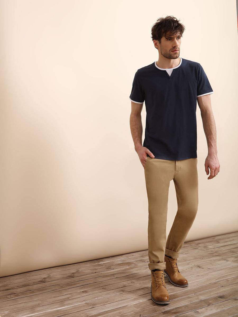 Брюки мужские Top Secret, цвет: бежевый. SSP2409BE32[E]. Размер 32 (48)SSP2409BEСтильные мужские брюки Top Secret - брюки высочайшего качества на каждый день, которые прекрасно сидят. Модель изготовлена из высококачественного хлопка и эластана. Застегиваются брюки на пуговицу в поясе и ширинку на молнии, имеются шлевки для ремня. Эти модные и в тоже время комфортные брюки послужат отличным дополнением к вашему гардеробу. В них вы всегда будете чувствовать себя уютно и комфортно.