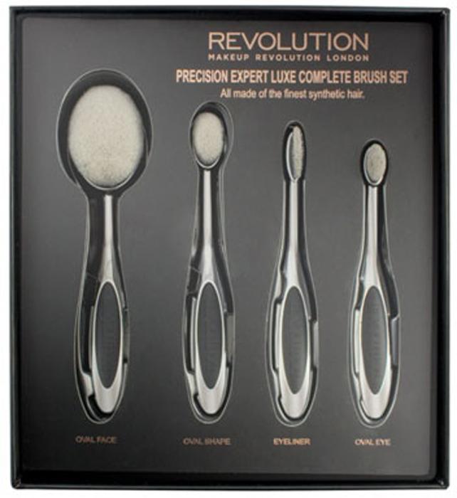 Makeup Revolution Набор для макияжа из 4 кистей Precision Expert LUXE Complete93219В набор входят: Oval Face Brush - кисть для растушевки контура, бронзера, румян и пудры; Oval Shape Brush - кисть для растушевки и высветления небольших учасков лица, и нанесения консилера; Eyeliner Brush кисть для создания плотной и точной линии вдоль роста ресниц; Oval Eye Brush - кисть для растушевки кремовых и пудровых теней.