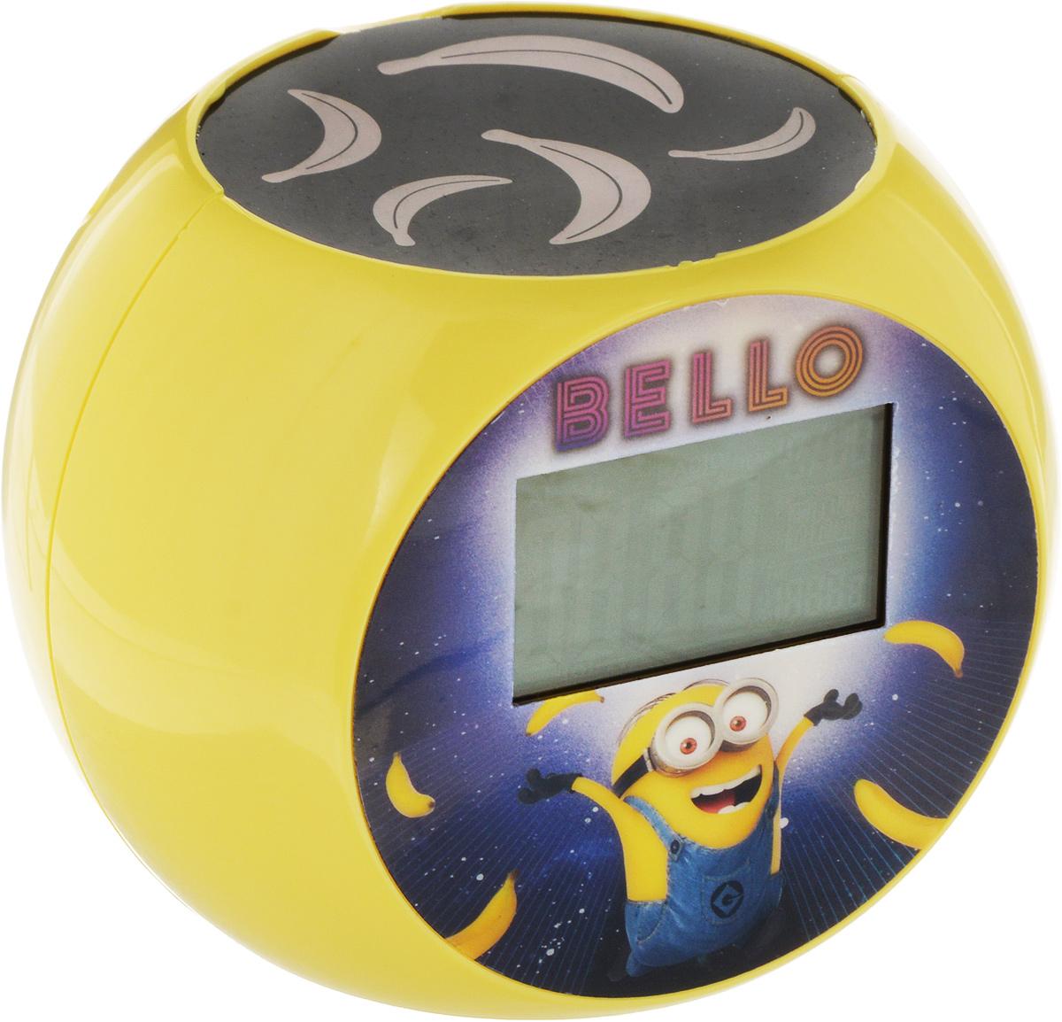 Lexibook Часы-прожектор Миньоны, цвет: желтый. RL975DESRL975DES_желтыйЧасы-прожектор Lexibook Миньоны имеют круглую форму с большим ЖК-экраном и подсветкой. Часы имеют эксклюзивную проекционную пластину, которая будет отображать на потолке бананы. На задней части будильника расположены 8 силиконовых кнопок: - SOUND: прослушивание звуков природы, - +: увеличение громкости/следующий, - -: уменьшение громкости/предыдущий, - RADIO: включение/выключение радио, - MODE: для переключения режима часы/будильник, - SET: нажмите и удерживайте в течении 3 секунд для входа в режим настройки/нажмите для подтверждения настройки, - ALARM: включение/выключение будильника, - SNOOZE: для активации функции повтора.Часы работают от 3 батареек типа AA (не входят в комплект) и 1 батарейки типа CR2032 3 B (в комплекте).Такие часы понравятся вашему ребенку и замечательно украсят детскую комнату.