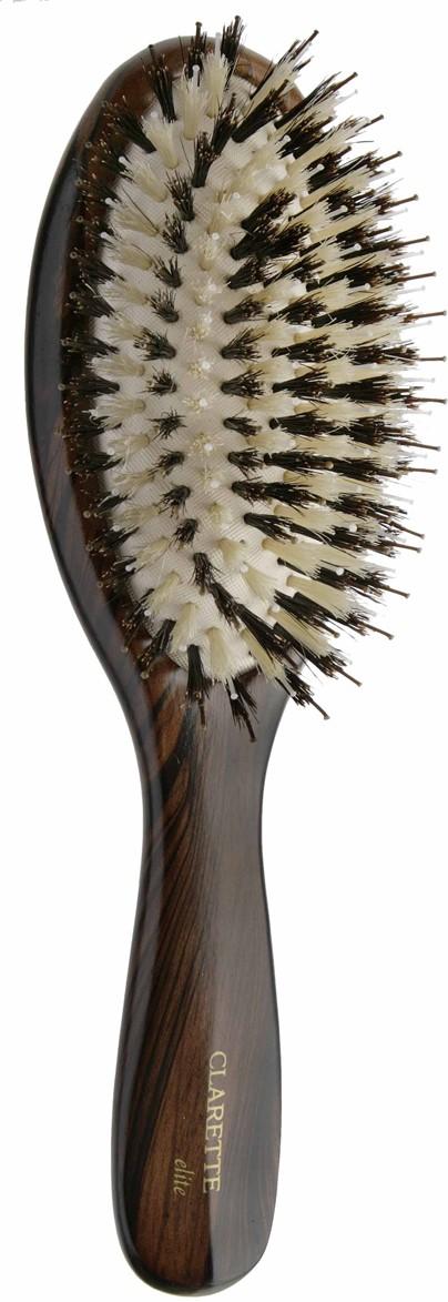 Clarette Щетка для волос на подушке со смешанной щетиной, цвет: коричневыйCEB 334Clarette Elite представляет серию Шоколад. Это интересная коллекция инструментов по уходу за волосами. Она несомненно понравится покупателям, которые ценят стиль и качество. Инструменты Коллекции изготовлены из натурального дерева, имеющего оригинальный окрас. Натуральная щетина дикого кабана придает волосам блеск, предотвращает ломкость и сечение волос. Пластиковые зубья с массажными шариками на концах обеспечивают качественный массаж кожи головы, идеально причесывают волосы. Инструменты предназначены как для домашнего, так и для профессионального использования.