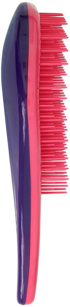 Щетка для волос для распутывания волос Detangler розовый/фиолетовыйCDB 452Специально созданная щетка для волос для того, чтобы справляться с сильно запутавшимися волосами. Уникальная инновационная конструкция гибких зубчиков позволяет безвредно для волос устранить узелки и распутать пряди. Расчёсывает волосы быстро, легко и не требует использования дополнительных средств. Подходит для любого типа волос, включая тонкие, ломкие, кудрявые и жёсткие волосыНаличие ручки делает удобным расчесывание, а слегка изогнутая форма щетки в виде капли отлично лежит в руке и не выскальзывает, что особенно важно при расчесывании влажных волос. Уникальные зубчики щетки Clarette Detangler имеют повышенную гибкость и мягко преодолевают любое препятствие в волосах. Зубчики у расчески очень короткие и легкогнутся. При расчесывании они пропускают сквозь себя пряди любой длины и фактуры, не цепляя их и не «скатывая» в колтуны. Высококачественный упругий пластик, из которого сделаны зубчики расчески, не царапает кожу головы, а мягко воздействует на нее, обеспечивая массажный эффект.