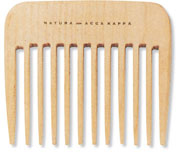 Гребень Acca Kappa, для укладки волос, 9,5 см. 8242082420Деревянный гребень Acca Kappa с крупными зубцами выполнен из древесины бука. Здоровые, блестящие волосы - это не только следствие использования хорошего шампуня, но и результат ухода за волосами с помощью качественной щетки. Характеристики:Материал: древесина бука. Длина: 9,5 см. Ширина: 7,5 см. Производитель: Италия. Артикул:82420.Товар сертифицирован.