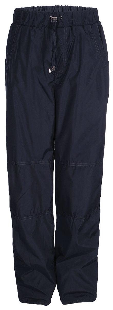 Брюки утепленные для мальчика M&D, цвет: серый. БР00007Ф20. Размер 152БР00007Ф20Утепленные брюки от M&D выполнены из плащевой ткани на подкладке из флиса. Модель с эластичной резинкой на талии дополнена регулируемым шнурком. Спереди имеются втачные карманы, сзади – накладные карманы. По низу брючин снегозащитная манжета на резинке. По бокам брючины дополнены светоотражающими элементами.