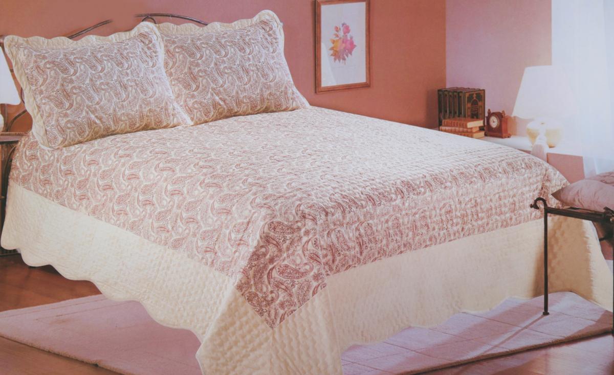 """Комплект для спальни Amore Mio """"Calcutta"""" состоит из покрывала и двух наволочек с воланами. Предметы  комплекта выполнены из 100% полиэстера, мягкого и приятного на ощупь. Изделия оформлены  фигурной стежкой и красивым узором.   Комплект для спальни придаст спальне уют и привнесет в интерьер что-то новое.  Покрывала Amore Mio - идеальное решение для вашего интерьера! Станьте дизайнером и  создайте свой стиль! Покрывала Amore Mio прослужат не один год и всегда будут радовать вас и  ваших близких сочностью красок и красивым рисунком.  Комплект упакован в сумку-чехол на застежке-молнии."""