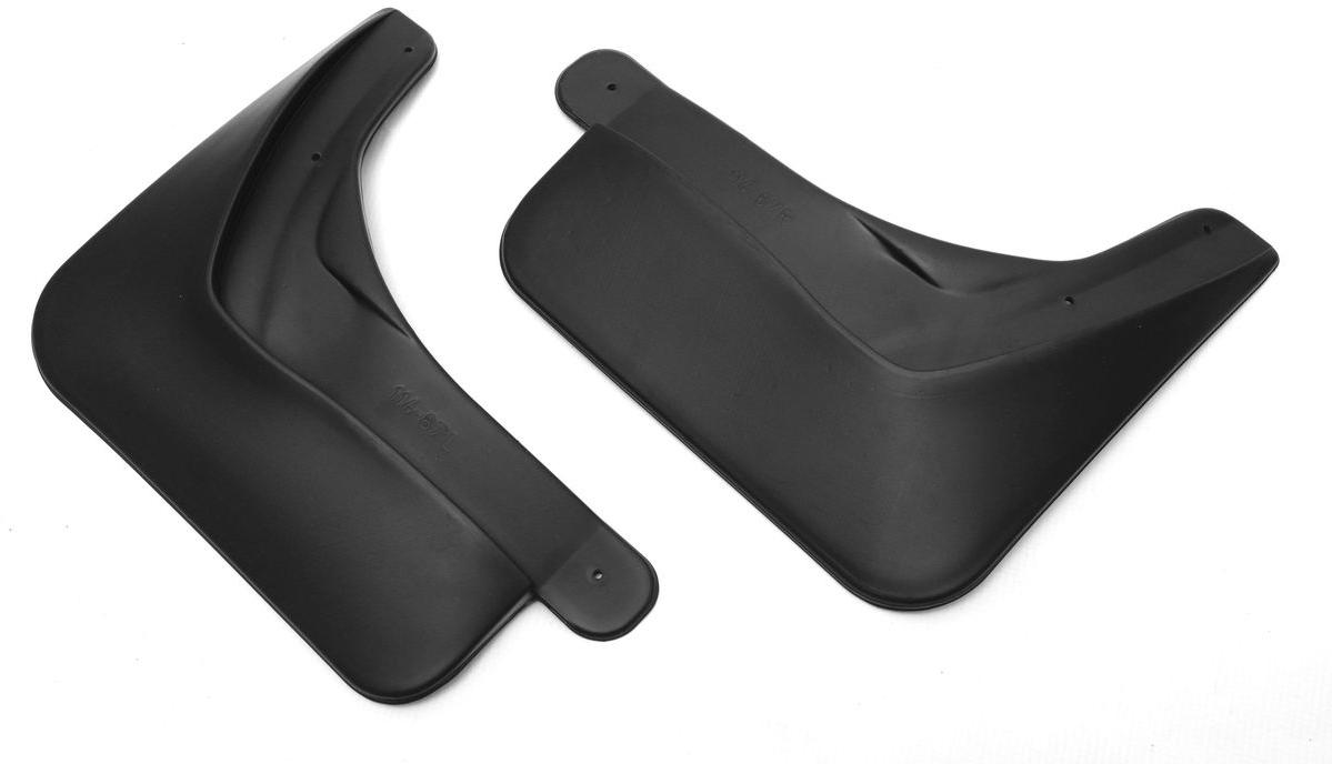 Комплект задних брызговиков Rival, Renault Kaptur 2016-, 2 шт24707002Брызговики Rival защищают покрытие автомобиля от грязи, мусора и посторонних предметов, летящих из-под колес вашего автомобиля во время движения. - Брызговики изготовлены из высококачественного, нетоксичного и экологичного материала, что делает их стойкими к перепадам температур, а также придает эластичность. - Отлично вписываются во внешний облик автомобиля, выглядят как естественное продолжение колесной арки. - Надежно фиксируются в штатные технологические отверстия. Уважаемые клиенты! Обращаем ваше внимание, что брызговики имеют форму, соответствующую модели данного автомобиля. Фото служит для визуального восприятия товара.