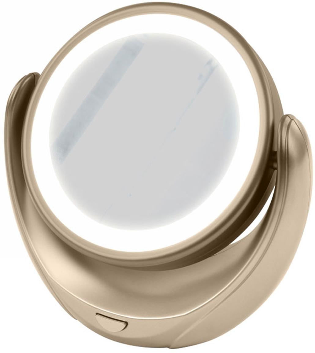 Marta MT-2653, Gold Pearl зеркало с подсветкойMT-2653Marta MT-2653 - стильное и элегантное настольное зеркало с подсветкой и пятикратным увеличением отражения одной из поверхностей. Идеально подходит для тщательного нанесения макияжа и ухода за кожей лица. Зеркало позволяет изменять угол наклона для достижения максимального удобства, а также имеет две зеркальные стороны, одна из которых обладает свойством пятикратного увеличения отражения, что особенно важно при кропотливой работе с участками лица, требующими наиболее тщательного внимания. Круговая подсветка по контуру зеркала Marta MT-2653 нормализует и выравнивает освещение, позволяя детально разглядеть все нюансы отражения. Для полноценной работы зеркала используются распространенные элементы питания типа АА на 1,5 В, одного комплекта которых хватит на длительный срок эксплуатации. Простотаиспользования и очистки, функциональность, сопровождающаяся особым комфортом, делают настольное зеркало незаменимым аксессуаром для ухода за лицом и в домашних условиях, и в путешествии.
