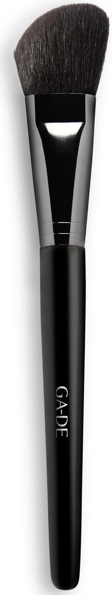 GA-DE Кисть для румян № 2109300000Предназначена для коррекции формы лица по периферии. Отличается большей областью захвата кожи, что способствует ускорению в нанесении румян.