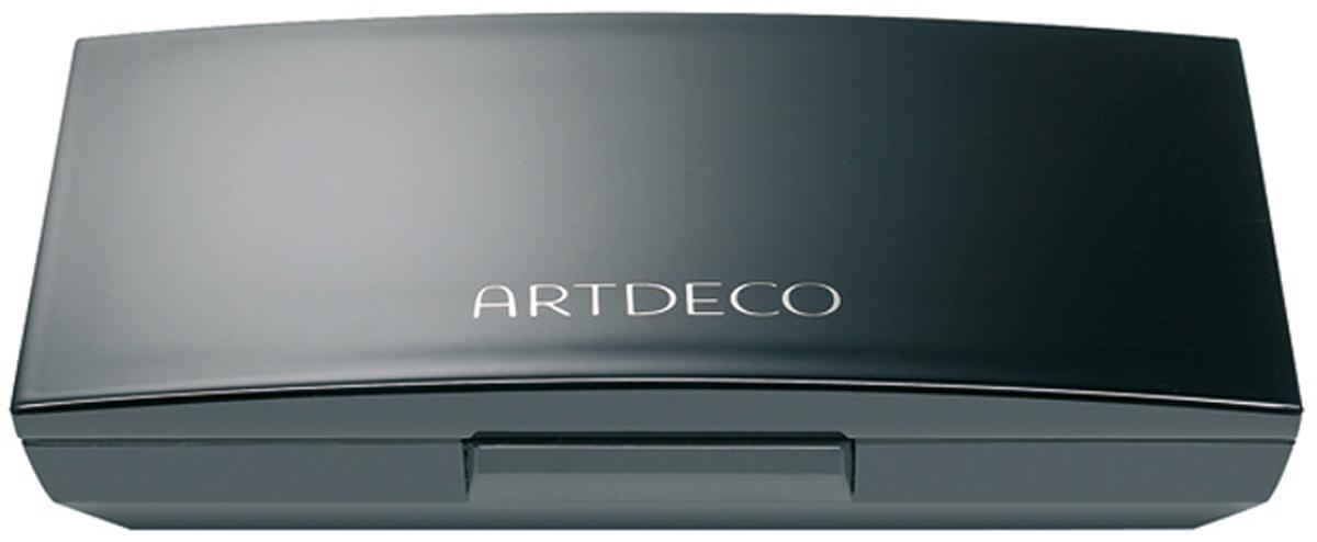 Artdeco Футляр для теней и румян Beauty Box Quattro, 40 г5140Магнитный футляр Artdeco Beauty Box Quattro обладает оригинальной системой косметической мозаики. Создайте свою собственную палитру для макияжа! Магнитная основа футляра позволяет очень легко без специального инструмента менять и комбинировать по-новому блоки теней и румян. В этом футляре вы можете хранить 4 оттенка теней или комбинировать 1 оттенок теней и 1 оттенок румян. Футляр имеет большое удобное зеркало, есть место для аппликатора. Характеристики:Вес: 40 г. Размер футляра: 8,2 см х 5,4 см х 1,5 см. Размер упаковки: 8,5 см х 5,6 см х 1,5 см. Артикул: 5140. Производитель: Германия. Товар сертифицирован.