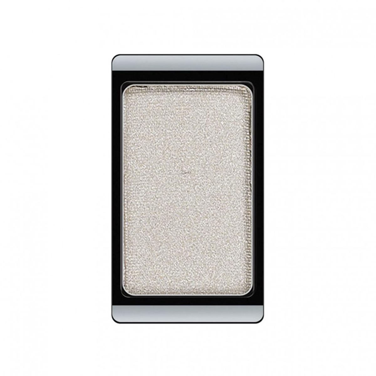 Artdeco Тени для век, перламутровые, 1 цвет, тон №15, 0,8 г30.15Перламутровые тени для век Artdeco придадут вашему взгляду выразительную глубину. Их отличает высокая стойкость и невероятно легкое нанесение. Это профессиональный продукт для несравненного результата! Упаковка на магнитах позволяет комбинировать тени по вашему выбору в элегантные коробочки. Тени Artdeco дарят возможность почувствовать себя своим собственным художником по макияжу! Характеристики:Вес: 0,8 г. Тон: №15. Производитель: Германия. Артикул: 30.15. Товар сертифицирован.
