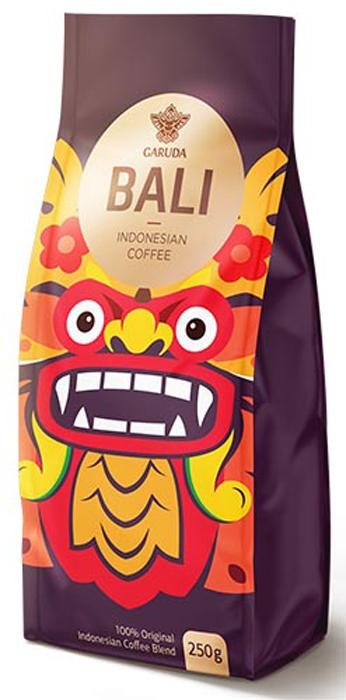 Garuda Bali кофе молотый, 250 г960006 (BK)100% селективный бленд из Индонезийской островной арабики, Южноамериканской арабики и ориентальной плантационной робусты (70/30) для тех, кто предпочитает идеальную текстуру и полное «тело» напитка; минимальная кислотность; сбалансированная яркая горчинка; орехи и сухофрукты, медовые нотки при добавлении сахара