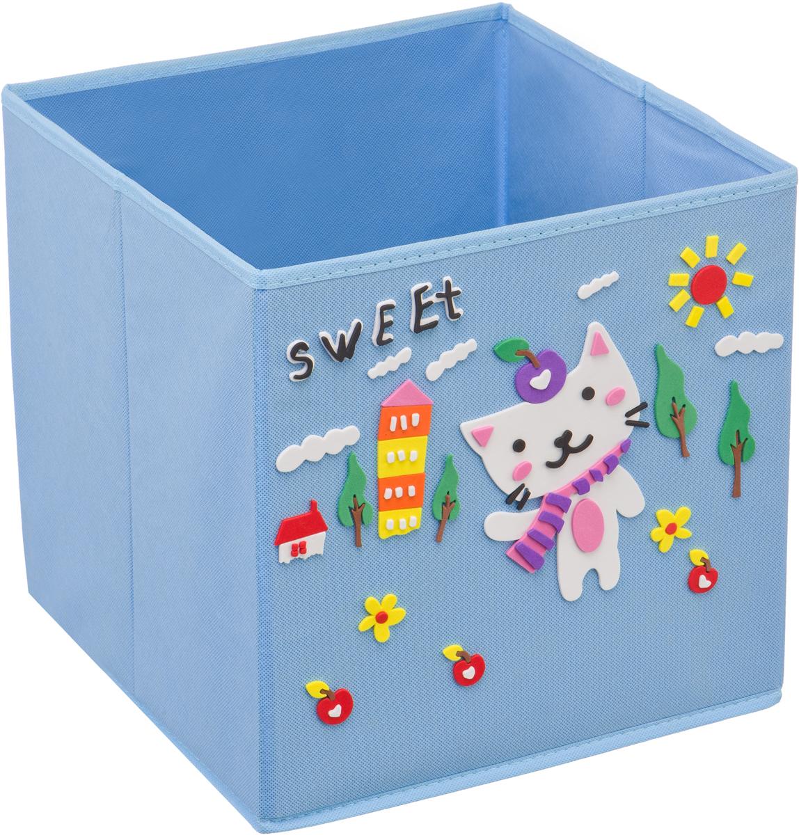 Кофр для хранения Handy Home Котик, с аппликацией, цвет: голубойUC-113Кофр с аппликацией - универсальная система для домашнего хранения, которая дополняется интересной аппликацией с эксклюзивным и веселым детским дизайном для оформления фронтальной стороны короба. Комплект представляет собой складной короб из нетканого материала и картона, плюс самоклеящаяся аппликация из полимера, которую необходимо самому собрать в картину.Соберите всю увлекательную коллекцию у себя дома.