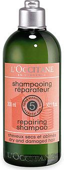 LOccitane Шампунь восстанавливающий, 300 мл271339Формула на основе 5 натуральных эфирных масел (ангелика, лаванда, герань, иланг-иланг и пачули) и пшеничных протеинов. Шампунь мягко очищает, придает волосам шелковистость, блеск и здоровый вид. Превосходный вариант для тех, кто красит или завивает волосы, использует утюжки для волос и средства для укладки, провоцирующие сухость волос. Волосы приобретают тонус, гладкость и естественный блеск. Натуральная пенящаяся основа растительного происхождения. Не содержит красителей, парабенов и силикона. Характеристики: Объем: 300 мл.Артикул: 271339.Производитель: Франция.Loccitane (Л окситан) - натуральная косметика с юга Франции, основатель которой Оливье Боссан.Название Loccitane происходит от названия старинной провинции - Окситании. Это также подчеркивает идею кампании - сочетании традиций и компонентов из Средиземноморья в средствах по уходу за кожей и для дома.LOccitane использует для производства косметических средств натуральные продукты: лаванду, оливки, тростниковый сахар, мед, миндаль, экстракты винограда и белого чая, эфирные масла розы, апельсина, морская соль также идет в дело. Специалисты компании с особой тщательностью отбирают сырье. Учитывается множество факторов, от места и условий выращивания сырья до времени и технологии сборки. Товар сертифицирован.