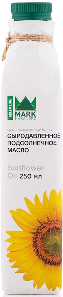 Mark Habanero Greenline масло подсолнечное сыродавленное, 250 млMHG003Живое масло из семян подсолнуха Mark Habanero Greenline обладает легким приятным вкусом. Оно уже стало неотъемлемой частью русской кухни. Кроме этого именно сыродавленное подсолнечное масло содержит витамин Е и полиненасыщенные жирные кислоты Омега 3 и 6, которые делают его незаменимой составляющей правильного питания.Живое подсолнечное масло содержит больше десятка необходимых организму фитостеролов, которые распадаются при рафинации.Кроме этого в составе подсолнечного масла:· полиненасыщенные жирные кислоты Омега 3 и Омега 6 снижают уровень холестерина в крови и риск сердечно-сосудистых заболеваний, успокаивают нервы, благоприятно сказываются на работе всех систем организма;· лицетин - полезен для печени и головного мозга;· витамин Е - оказывает положительное влияние на состояние кожи, волос, ногтей, а также поддерживает репродуктивную функцию организма.Также в составе подсолнечного масла есть микро- и макроэлементы, необходимые для правильного функционирования организма.Нерафинированное подсолнечное масло используется не только в народной медицине, но и в традиционной - оно входит в состав многих мазей. А в чистом виде уже много лет применяется как средство от ожогов, укусов комаров и мошек, при борьбе с дерматитами и высыпаниями на коже.Пить подсолнечное масло в чистом виде рекомендуют людям с заболеваниями желудочно-кишечного тракта, при диабете и повышенной нервозности. Отлично масло подходит и для профилактики гормональных нарушений.В домашней косметологии подсолнечное масло также получило широкое применение.Оно увлажняет и питает кожу лица и шеи, если использовать масло как маску - наносить на 10-15 минут 2-3 раза в неделю.И составляет серьезную конкуренцию репейному и касторовому маслам в деле придания выразительности взгляду. Если наносить ежедневно масло на ресницы и веки, но вскоре вы заметите, что ресницы станут более густыми и длинными.Сыродавленное живое масло сильно отличается от т