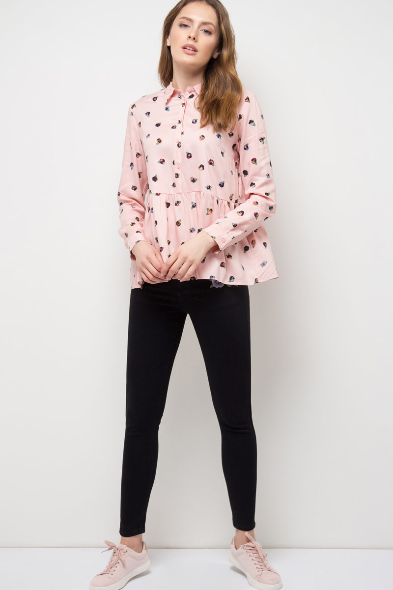 Блузка женская Sela, цвет: серебристо-розовый. B-312/785-8111. Размер 42B-312/785-8111Блузка женская Sela выполнена из вискозы. Модель с отложным воротником и длинными рукавами.