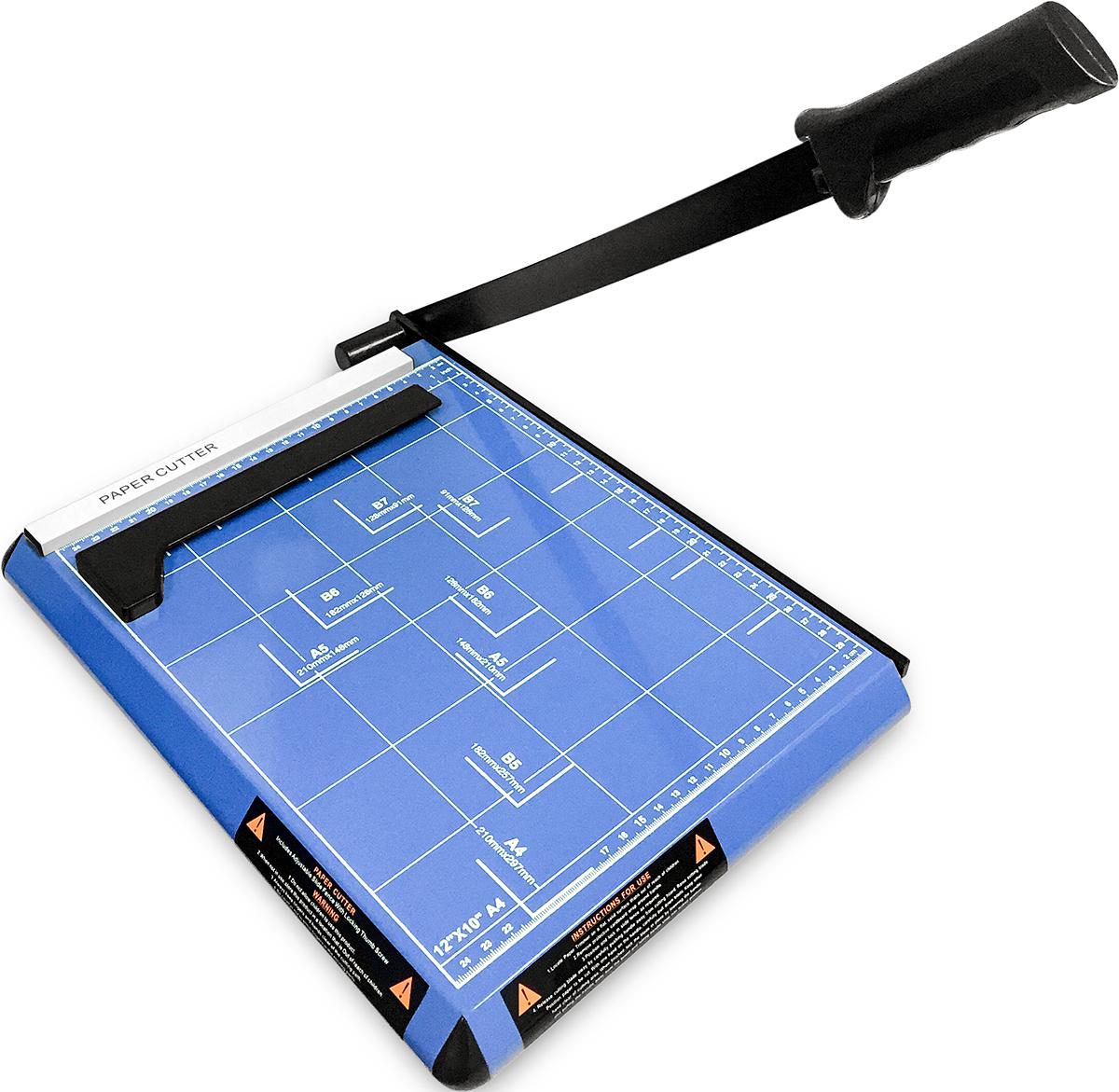Гелеос РС A4-1 резак сабельный, цвет синийРСA4-1Надежный резак с лезвием сабельного типа справляется со стопой бумаги из 12 листов, плотностью не выше 70 г/кв.м. Нанесенная на рабочую поверхность градуировка в см и дюймах способствует правильному позиционированию бумаги на столе. Применяется обычно в офисах с небольшими потребностями в резке бумаги. Металлическое основание корпуса резака удерживает его от движения, что делает резку бумаги еще более точной, быстрой и удобной. Не смотря на это, весит прибор 1.85 кг. Это позволяет переносить резак с места на места